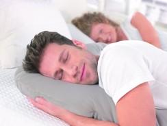 Die 5 häufigsten Schlafpositionen und ihre Deutung